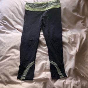 """Lululemon 21"""" gray leggings, size 6"""